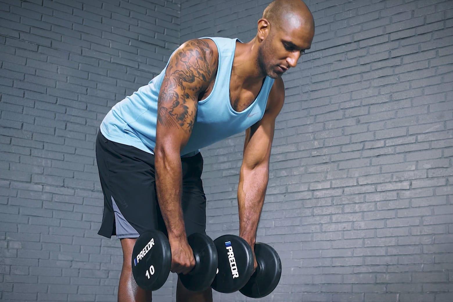 【ダンベルデッドリフト】背中やハムストリングを鍛えることのできるトレーニングを筋トレのプロが徹底解説【動画あり】