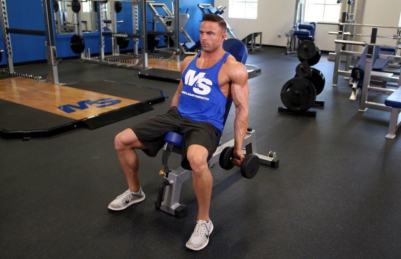 【インクラインダンベルカール】上腕二頭筋に確実に効かせるトレーニングを筋トレのプロが徹底解説【動画あり】