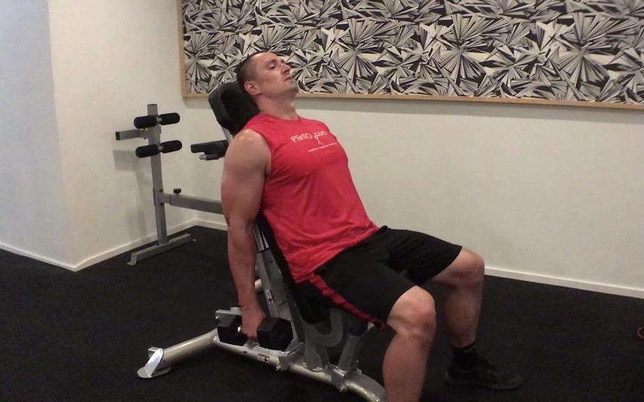 【インクラインハンマーカール】上腕二頭筋の長頭を鍛えられるトレーニングを筋トレのプロが徹底解説【動画あり】